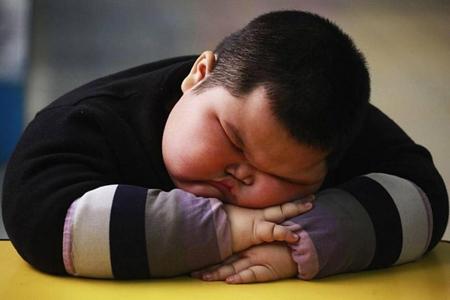 والدین مراقب اضافه وزن کودکان باشند